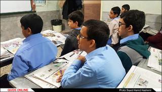 معلمی که دانش آموزانش را روزنامه خوان کرده است