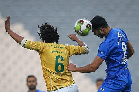 دیدار تیم های فوتبال صنعت نفت آبادان و استقلال
