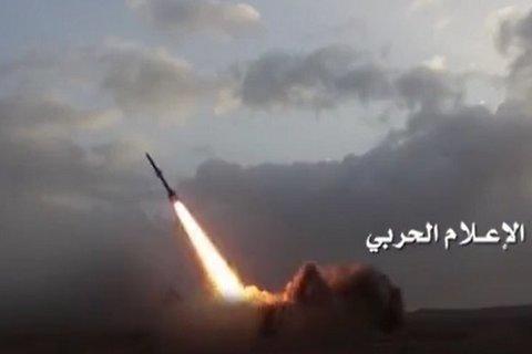 """أطلقت القوة الصاروخية اليوم الخميس صاروخاً باليستياً نوع """"قاهر تو إم"""" على معسكر القوات الخاصة السعودي في نجران. - کراپشده"""
