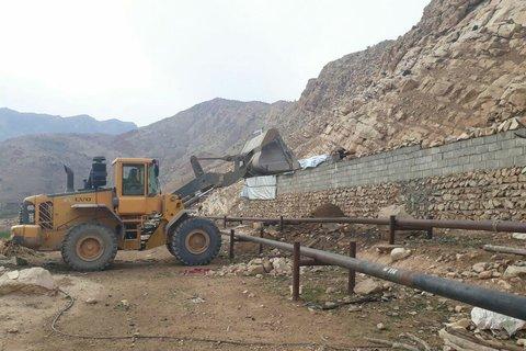 تخریب بنای غیرمجاز در محدوده منابع طبیعی پلدختر