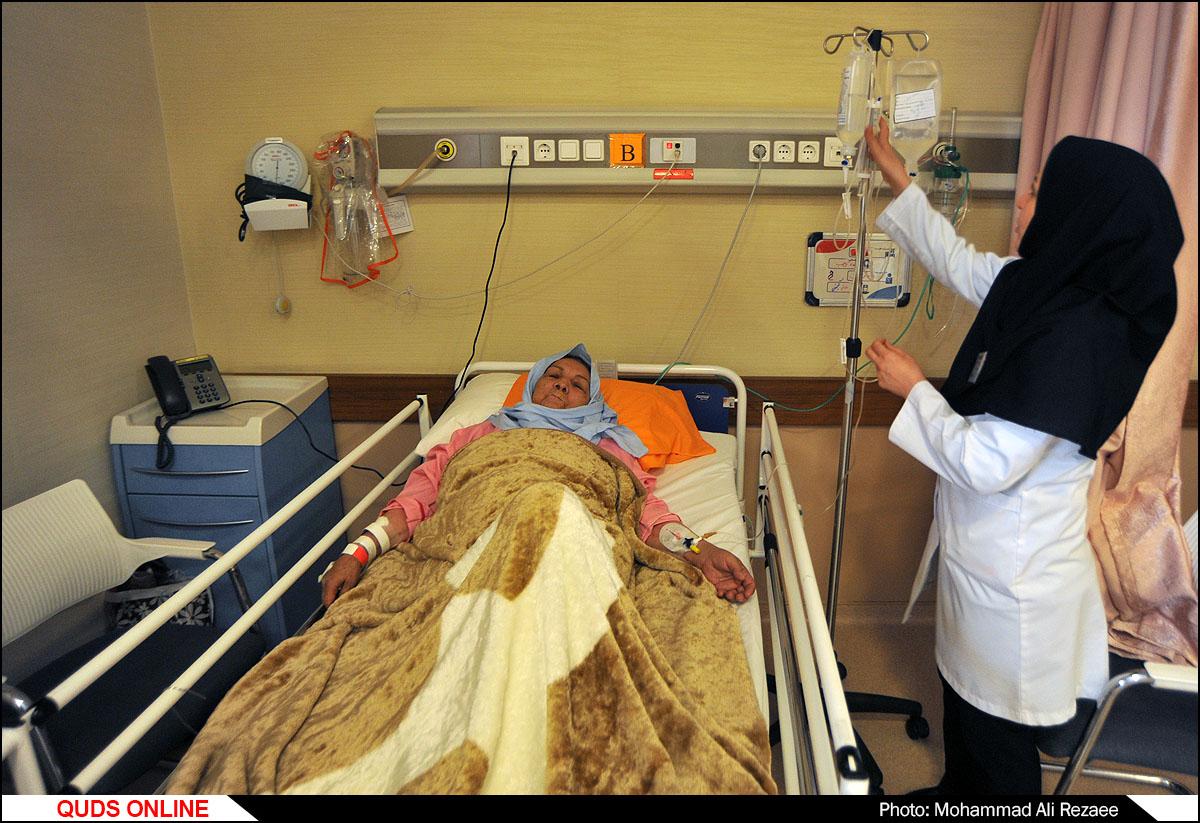 جشن میلاد حضرت زینب(س) و گرامیداشت مقام پرستار در بیمارستان رضوی
