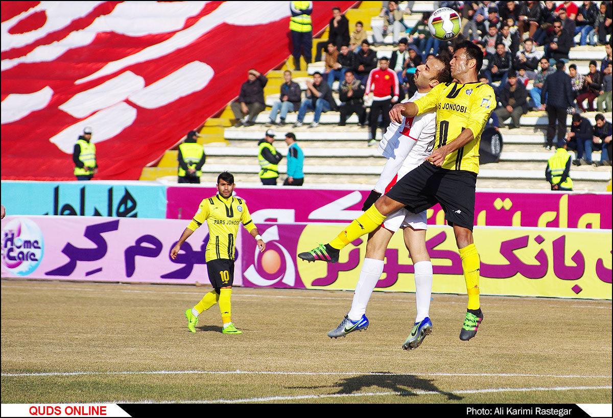 دیدار تیم های فوتبال پدیده -پارس جنوبی/ گزارش تصویری