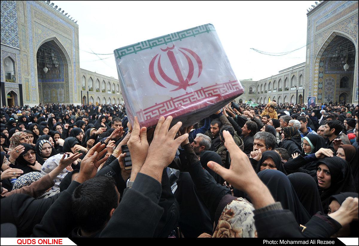 اجتماع عزاداران فاطمی به همراه تشییع شهدای مدافع حرم و گمنام در حرم مطهر رضوی/گزارش  تصویری