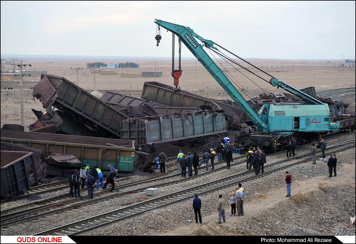 واژگونی قطار در دیزباد/گزارش تصویری