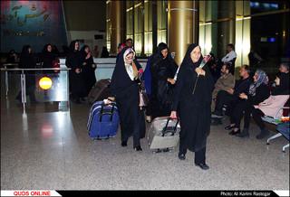 استقبال از بانوان زلزله زده کرمانشاه در فرودگاه شهید هاشمی نژاد مشهد