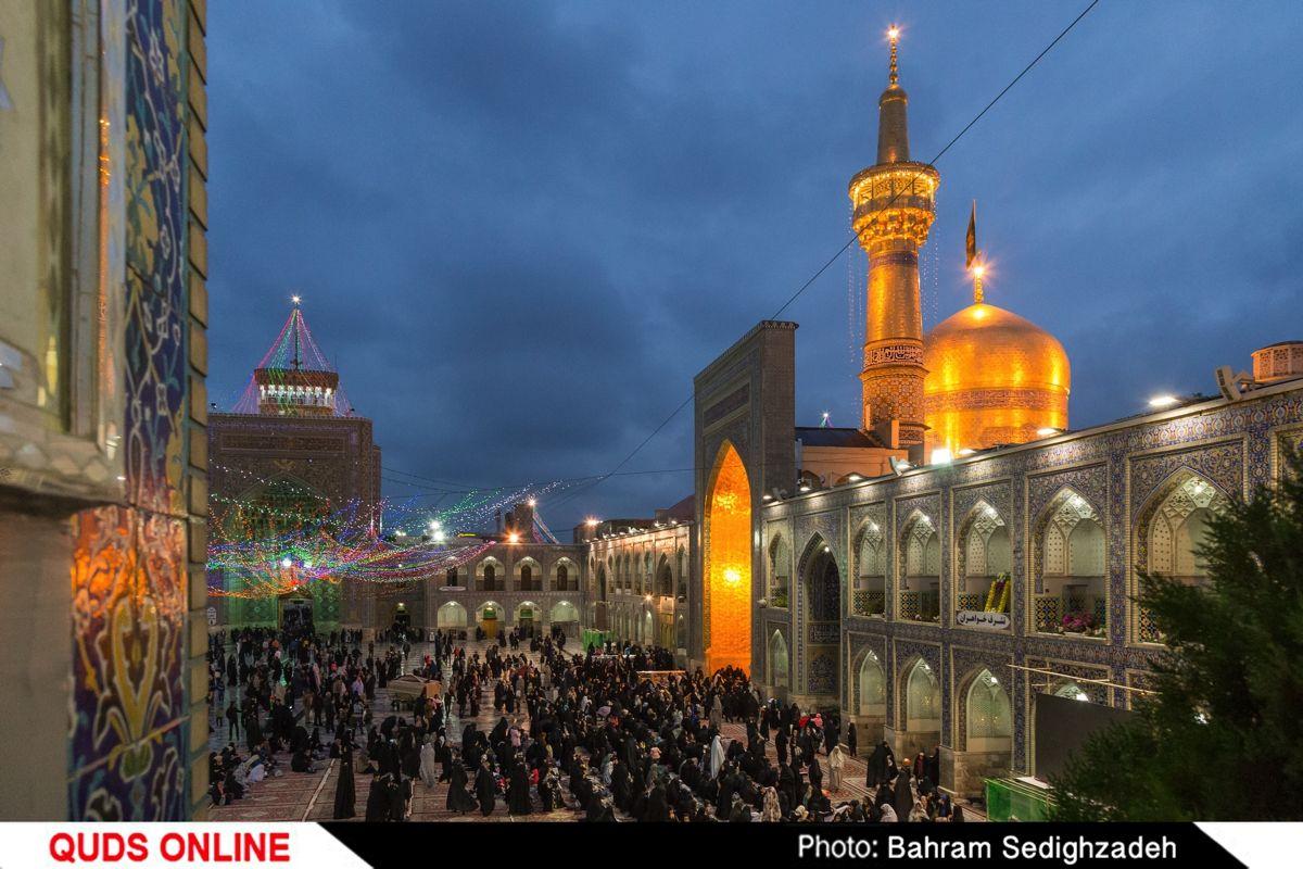 گل آرایی و چراغانی  حرم مطهر امام هشتم شیعیان / گزارش تصویری