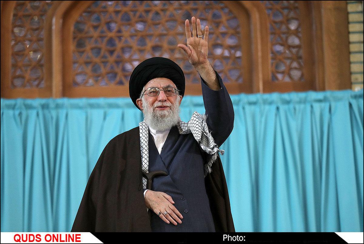 رهبر معظم انقلاب اسلامی در اجتماع عظیم زائران و مجاوران حرم مطهر رضوی علیهالسلام / گزارش تصویری