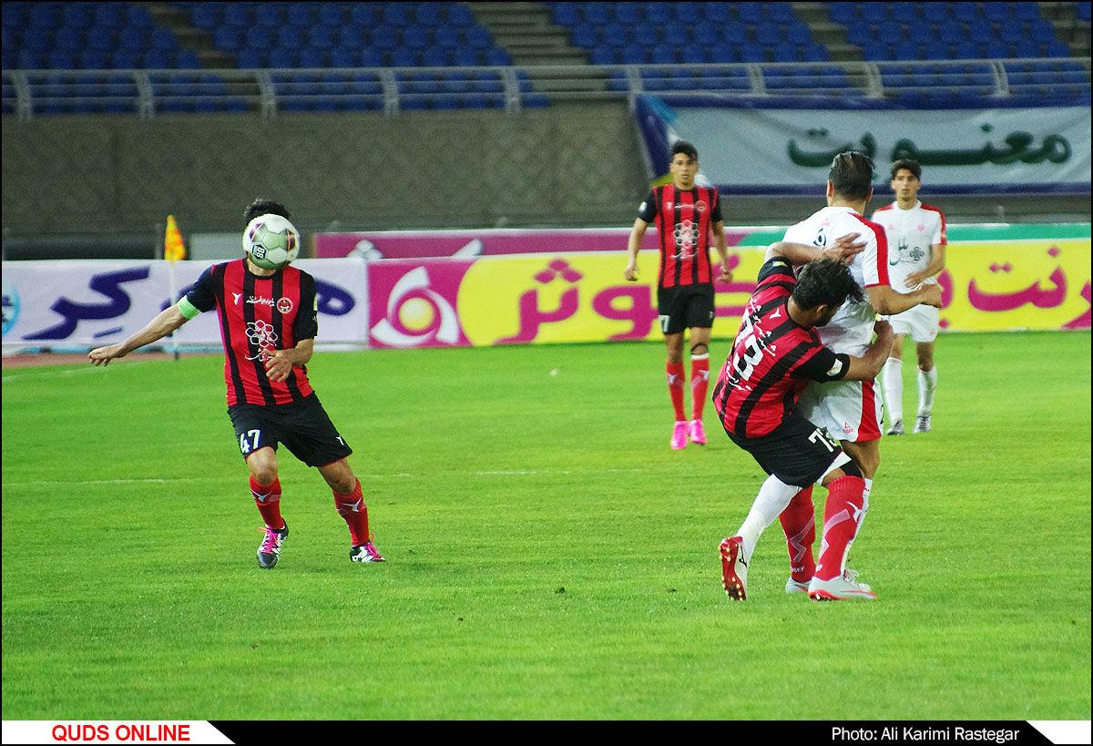 دیدار تیم های فوتبال پدیده -مشکی پوشان/گزارش تصویری