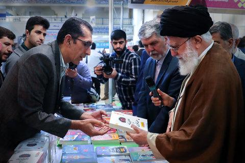 بازدید مقام معظم رهبری   از سیویکمین نمایشگاه بینالمللی کتاب تهران