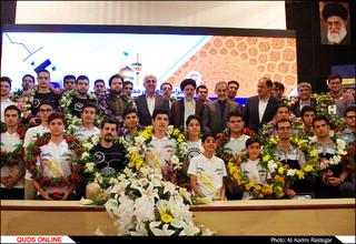 اهدا مدالهای تیم ربوکاپ دانشگاه آزاد اسلامی به موزه آستان قدس رضوی