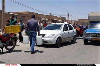 صف های طولانی تهیه  آب شرب در خرمشهر