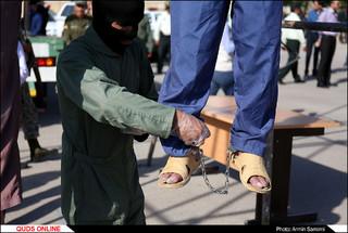 اعدام دو کودک آزار در ملا عام
