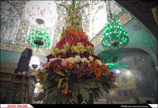 تعویض گل ضریح مطهر امام رضا علیه السلام/گزارش تصویری