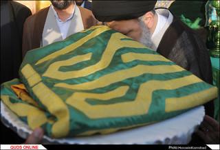 پرچم گنبد منور و پوش ضریح مطهر رضوی تعویض شد /گزارش تصویری