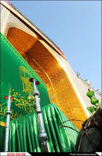 پرچم گنبد منور و پوش ضریح مطهر رضویتعویض شد /گزارش تصویری