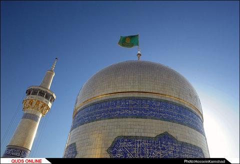 پرچم گنبد منور و پوش ضرح مطهر رضویتعویض شد /گزارش تصویری