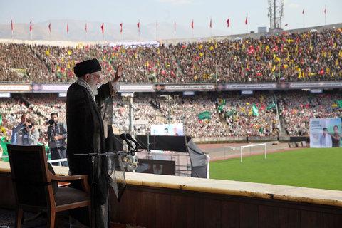 سخنرانی در همایش دهها هزارنفری «خدمت بسیجیان» در ورزشگاه آزادی