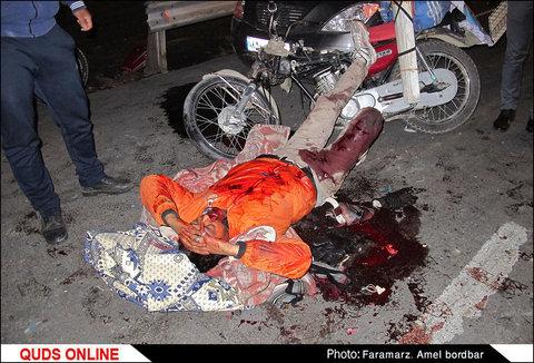 سد معبر دو دستگاه تریلی در هنگان تصادف و ایجاد سانحه در تصاف خودرو سواری با موتورسیکلت