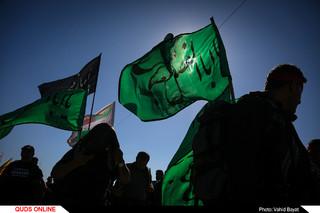 پیاده روی زائران اربعین حسینی در مسیر نجف