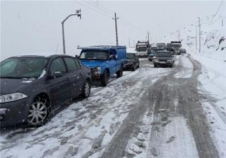ترافیک خودروها در برف
