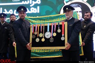 اهدای مدال های زنده یاد بیت الله عباسپور و جواد محجوب قهرمانان سابق جهان، به موزه آستان قدس رضوی