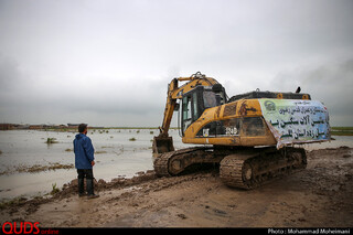 کمک رسانی بنیاد کرامت آستان قدس رضوی در منطقه سیل زده آق قلا
