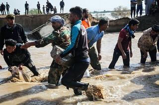 کمک های مردمی به سیل زدگان