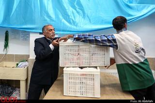 توزیغ غذا متبرک مهمانسرای امام رضا علیه السلام