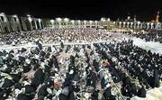 محرومین رشتخواری در ماه رمضان میهمان سفره  افطاری امام رضا(ع)  شدند