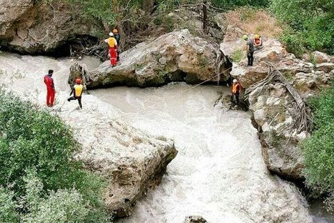 رودخانههای البرز جان ۱۴ نفر را گرفت/مرگ شناگران در کمتر از ۲۰ ثانیه
