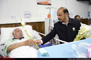عیادت خدام آستان قدس رضوی از بیماران بیمارستان بنت الهدی و پاستور