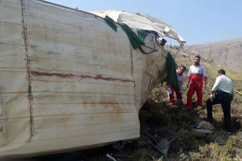 ۱۳ کشته و ۹۰ مجروح در اثر سقوط مینی بوس