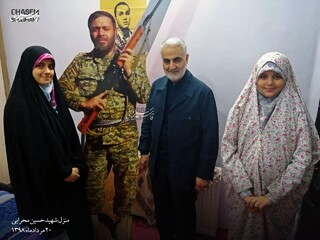 دیدار قاسم سلیمانی با خانواده شهید حسین محرابی