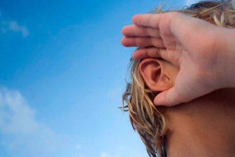 دانش آموز ناشنوا