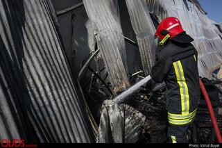 آتش سوزی در انبار کارخانه رنگ در حاشیه شهر مشهد