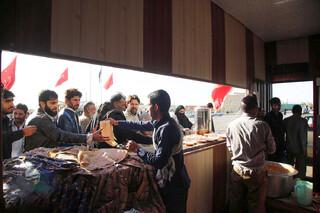 موکب امام رضا برای زائران اربعین در مرز میرجاوه