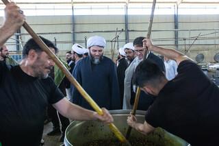 بازدید حجت الاسلام قمی رئیس سازمان تبلیغات کل کشور از موکب و آشپزخانه آستان قدس رضوی در مهران