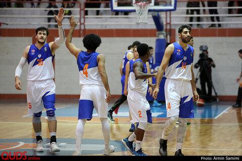 دیدار تیم های بسکتبال آویژه صنعت و نیرو زمینی تهران