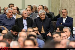 دیدار جمعی از تولیدکنندگان، کارآفرینان و فعالان اقتصادی با رهبر معظم انقلاب