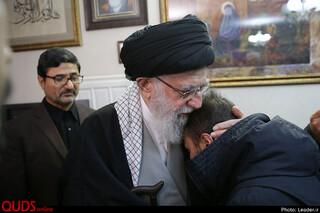 حضور رهبر معظم انقلاب در منزل سپهبد شهید حاج قاسم سلیمانی