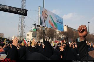 درحاشیه حضور اقشار مختلف مردم مشهد در آغازمراسم تشییع سردارسلیمانی
