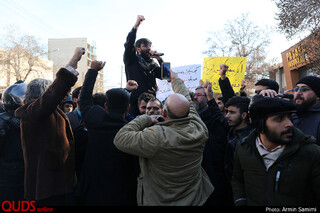 تجمع اعتراضی جمعی از دانشجویان مقابل نمایندگی وزارت امور خارجه در مشهد