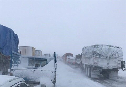 جاده برفی - مرز دوغارون - کامیون