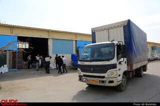توزیع بسته های کمک معیشتی در حاشیه شهر مشهد