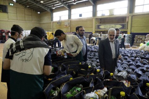 کمکمعیشتی عیدانه آستان قدس برای نیازمندان