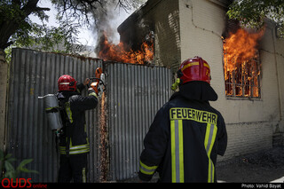 اطفاء حریق منزل قدیمی متروکه در خیابان رازی مشهد