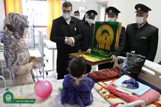 عیادت خادمان از بیماران بیمارستان اکبر