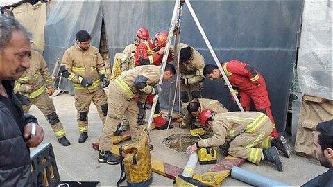 نجات کارگر آتش نشانی