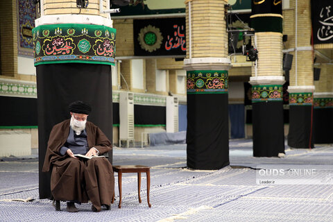 مراسم قرائت زیارت اربعین با حضور رهبر انقلاب در حسینیه امام خمینی (ره)