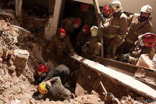 نجات 3 نفر توسط آتش نشانان